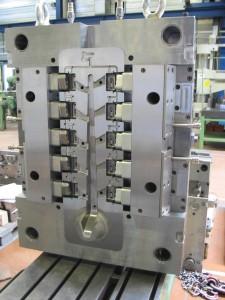 Avec le robot EROWA, 2 Standards de palettes permettent la réalisation d'une grande diversité et taille de pièces.