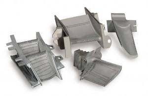 Photo 6 : Ces pièces «de moteurs haute température» pour turboréacteurs illustrent la configuration de plus en plus complexe des trous de chambre de combustion, à réaliser dans de multiples formes et dans des diamètres réduits.