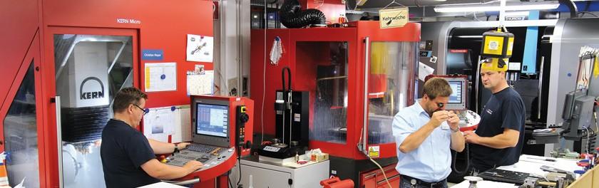 Avec la Kern Micro, Admedes Schuessler peut profiter d'un vrai usinage à 5 axes et fraiser des pièces pouvant aller jusqu'à des dimensions de 350 x 220mm.